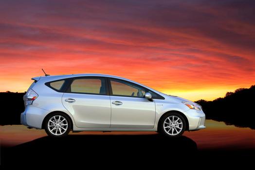 2013 Prius v Review