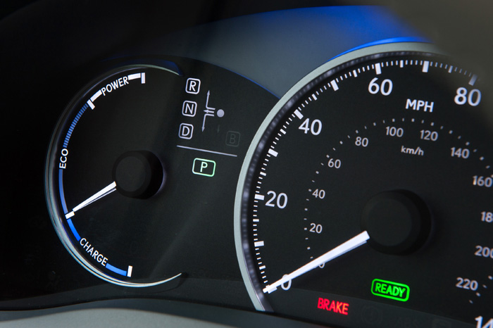 2013_Lexus_CT_200h_Gauges_026