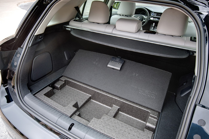 2013_Lexus_CT_200h_HiddenStorage_041
