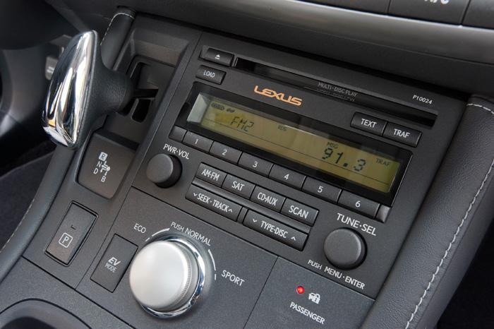 2013_Lexus_CT_200h_Radio_029
