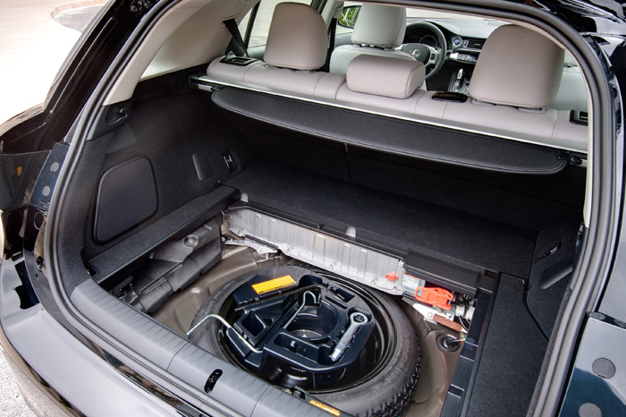 2013_Lexus_CT_200h_SpaceSaverSpare_042