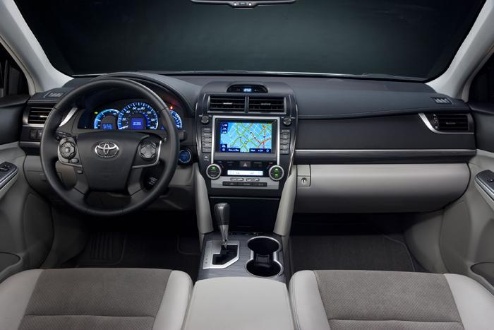 2012_Toyota_Camry_Hybrid_Dash_700x467