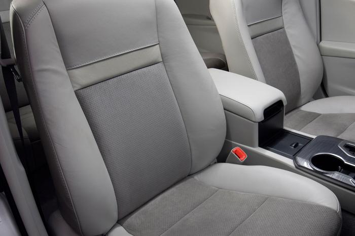 2012_Toyota_Camry_Hybrid_SeatCU_700x467