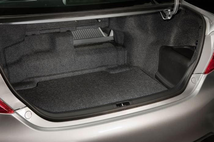 2012_Toyota_Camry_Hybrid_trunk_700x467