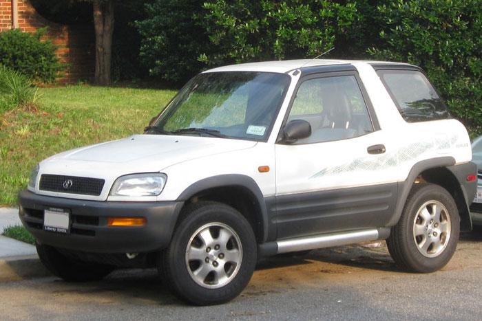 1996-1997_Toyota_RAV4_700x467
