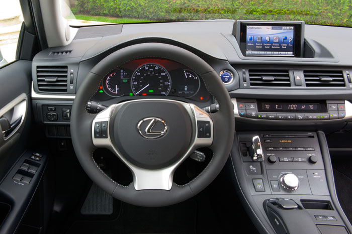 2013_Lexus_CT_200h_Dashboard