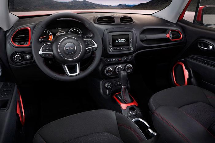 2015-Jeep-Renegade-Interior-700x467