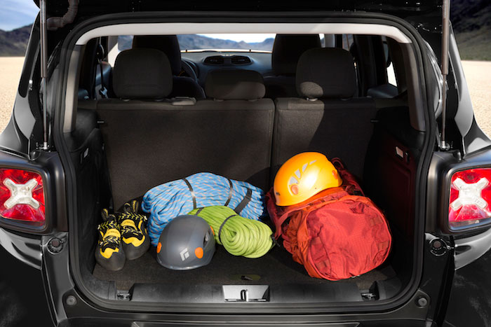 2015-Jeep-Renegade-Rear-Compartment-700x467