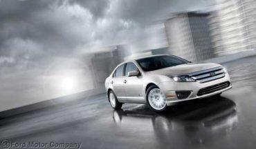 Ford_2012_Fusion_hybrid_Exterior2C.jpg