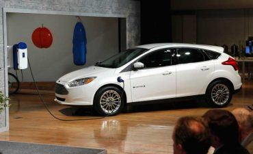 Ford_Focus_Electric_4_700x426C.jpg