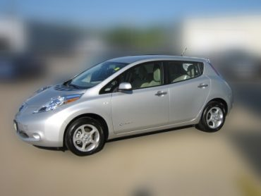 Nissan-2012-Leaf_FS_blurred_460.jpg